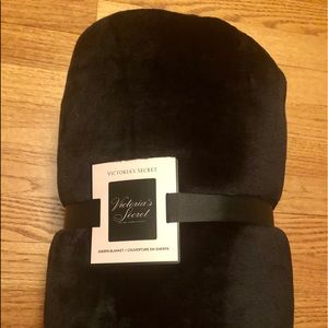 "Victoria's Secret Black Plush Throw - 50"" x 60"""